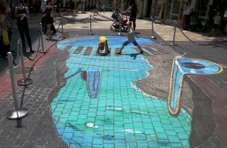 """מתוך תערוכת ציורי רצפה בינלאומית -""""נקודת מבט"""", ירושלים"""